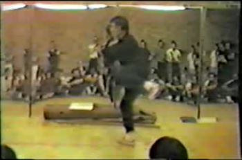 Grandmaster William Cheung demonstrating Bil Jee